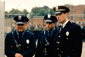 Prison-guards-the-shawshank-redemption-31746474-2048-1362.jpg